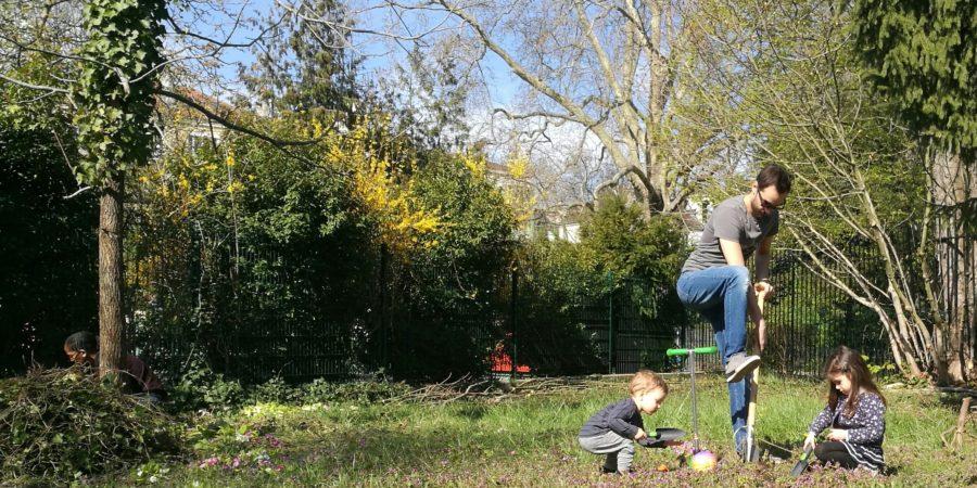 Jardinage sur les parcelles des jardins thérapeutiques de l'hôpital de Saint Maurice